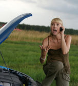 Young blond woman with her broken car. The girl is angry — Stock Photo