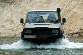 Die off-road. auf dem fluss van kinn. — Stockfoto
