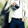 Guy holding the film camera - Stockfoto