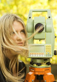 Girl and Total Station — Stock Photo
