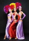 Krásné trio v divadelní kostýmy — Stock fotografie