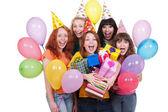 Glada tjejer med lådor och ballonger — Stockfoto