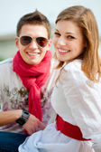 Casal jovem sorridente — Fotografia Stock