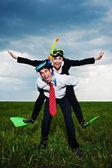 счастливый бизнес собирается в отпуск — Стоковое фото
