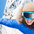Happy woman in ski sunglasses — 图库照片