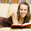 Smiley woman with book — Stockfoto
