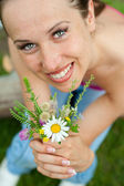 Smiley woman with posy — Stock Photo