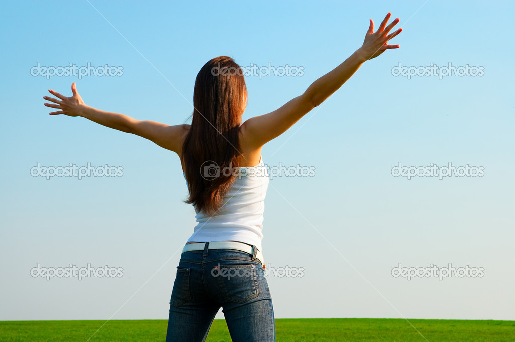 Sunny picture of carefree young woman — Stock Photo #5160119
