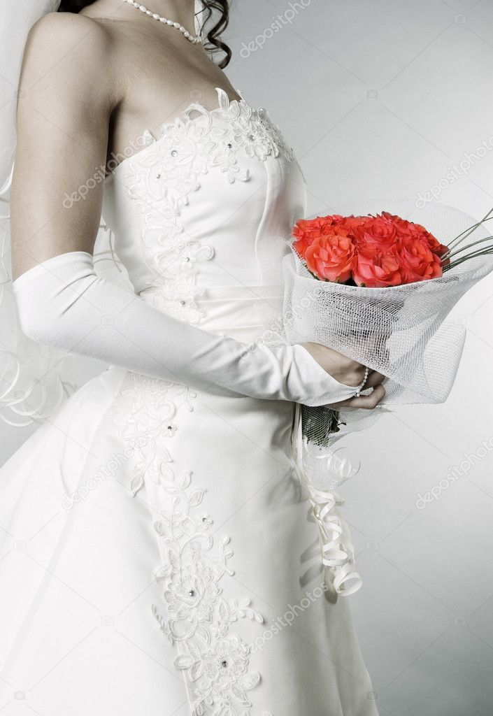 Elegant bride with bunch of roses over grey background — Stock Photo #5160177