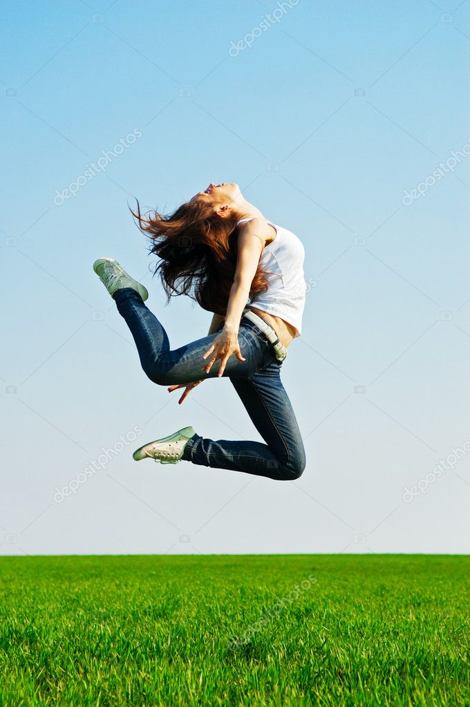 Young woman in gymnastic jump against blue sky — Stock Photo #5161111