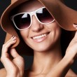 Smiley woman in hat and sunglasses — Stok fotoğraf