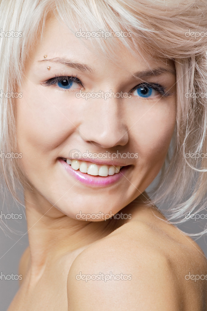 смайлик блондинка: