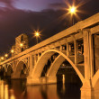 Bridge lit up at Night - Lizenzfreies Foto