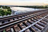 Pociąg wysoki most na rzece poniżej — Zdjęcie stockowe