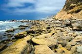 Rocky shoreline along the ocean — Stock Photo