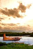 浮遊物の飛行機に近づいて嵐 — ストック写真