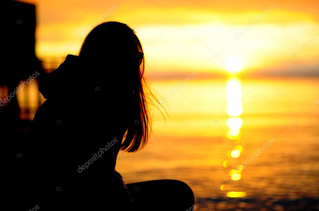 Surfer girl silhouette at the seaside — Stock Photo #5116210