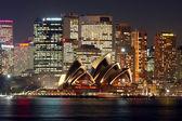 悉尼歌剧院在晚上 — 图库照片