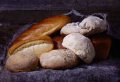 Chleb na stole — Zdjęcie stockowe