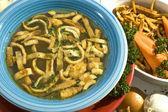 Nötkött soppa w nudlar — Stockfoto