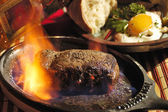 Flambierten steak — Stockfoto