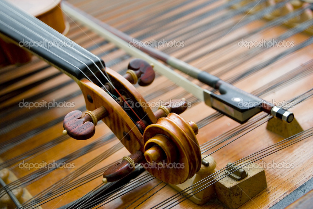 The neck of a violin w bow   Stock Photo #4983978