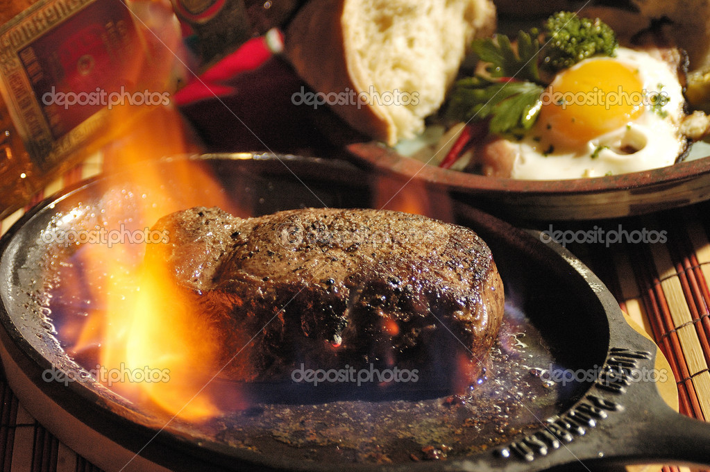 Beef steak flambed by the table — Stock Photo #4985786
