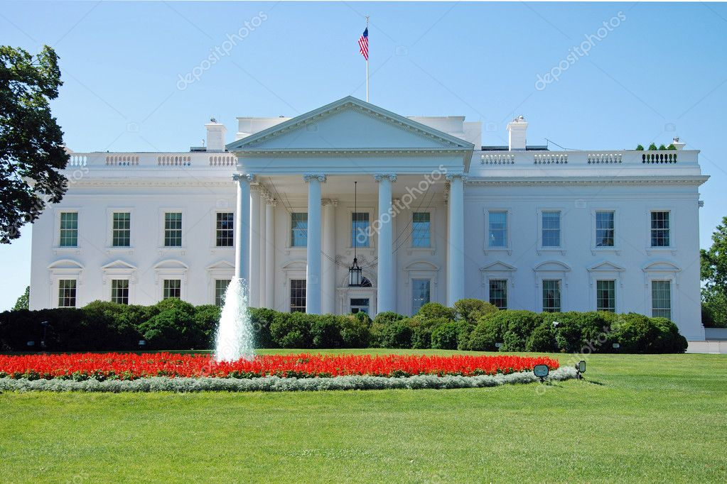 The White House in Washington DC with beautiful blue sky — Stock Photo #5021182