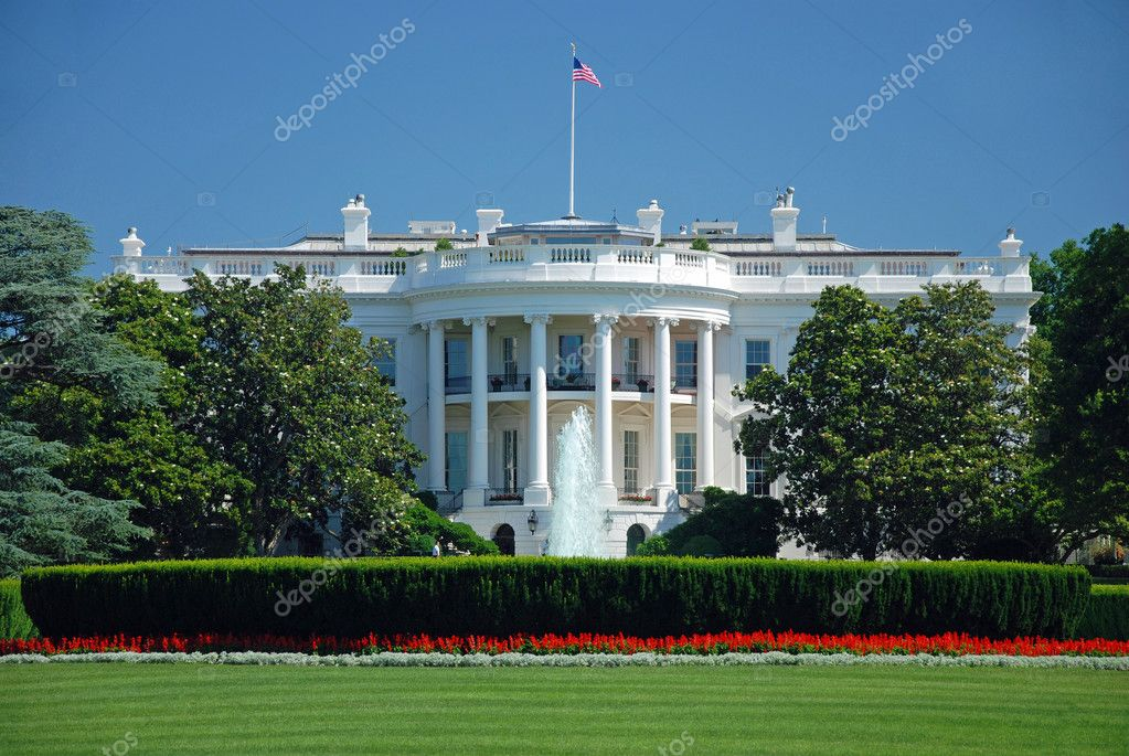 The White House in Washington DC with beautiful blue sky — Foto Stock #5021836