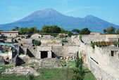 Pompei ruins in italy with Mount Vesuvius — Stock Photo