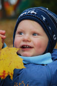 Baby and autumn leaf — Stock Photo