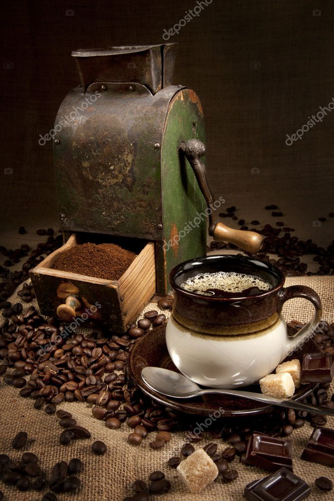 Old coffee mill and cup of coffee with chocolate — Stock Photo #5046823
