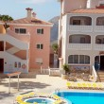 Swimming pool of luxury hotel in Chayofa — Stock Photo