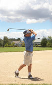 Senior golfer playing golf — Stock Photo