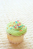 Vanilla cupcake with green lime icing — Stock Photo