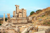 Ruins of statues in ancient city of Ephesus — Stock Photo