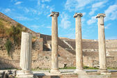 Ruins of columns in Asklepion in ancient city of Bergama — Stock Photo