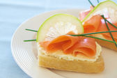Smoked salmon and cream cheese on white bread — Stock Photo