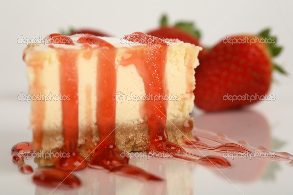 New York cheesecake with strawberry topping — Stock Photo #5237264