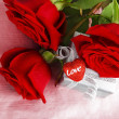 Beautiful roses with gift box & heart — Stock Photo