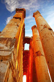 Jupiter's temple over blue sky, Baalbek, Lebanon — Stockfoto