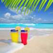 Beach cocktails yellow red wave foam tropical sea — Stock Photo