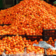 Orange tangerines mound in market vivid citrus — Stock Photo