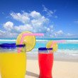 Beach tropical cocktails in tropical turquoise beach — Stock Photo