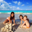 Three little girls mixed ethnicity playing beach — Stock Photo