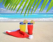 Beach cocktails with Santa christmas red winter hat — Stock Photo
