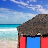 Hut palapa in beach turquoise caribbean blue sky — Stock Photo