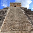Chichen Itza Mayan Kukulcan pyramid in Mexico — Stock Photo