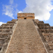 Chichen Itza Mayan Kukulcan pyramid in Mexico — Stock Photo #5282860