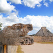 Chichen Itza Jaguar and Kukulkan Mayan temple pyramid — Stock Photo #5282951